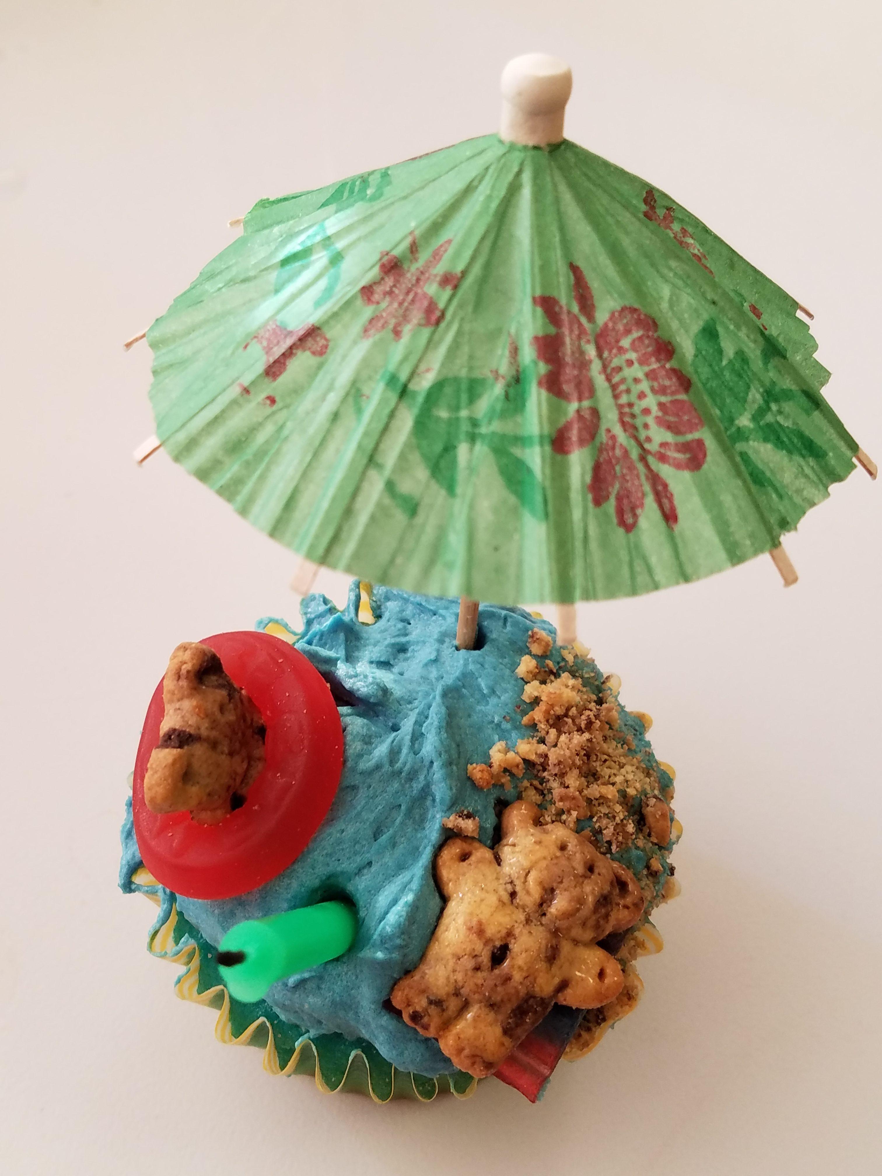 Bear beach cupcake