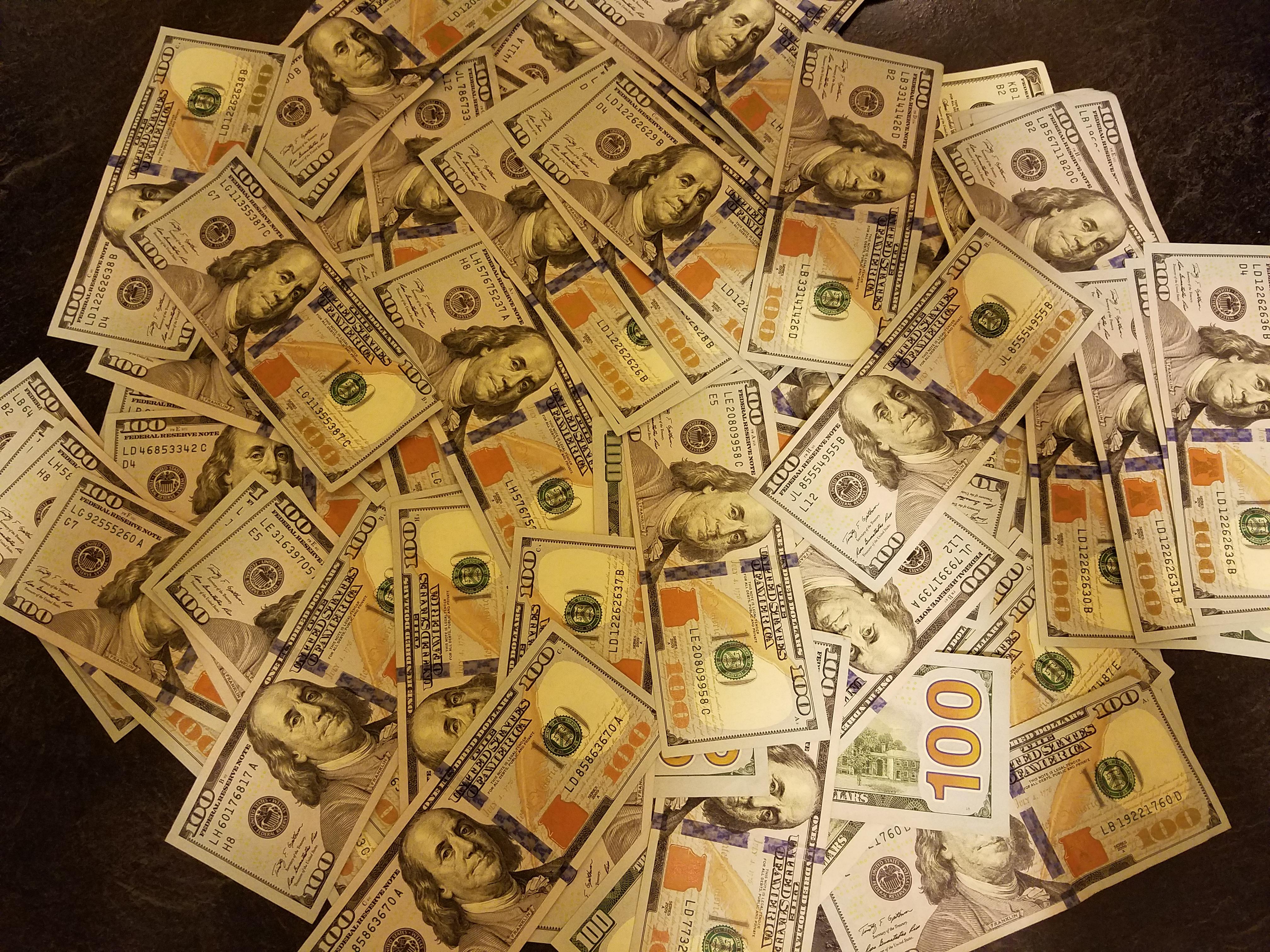 100-dollar-bills-773.jpg