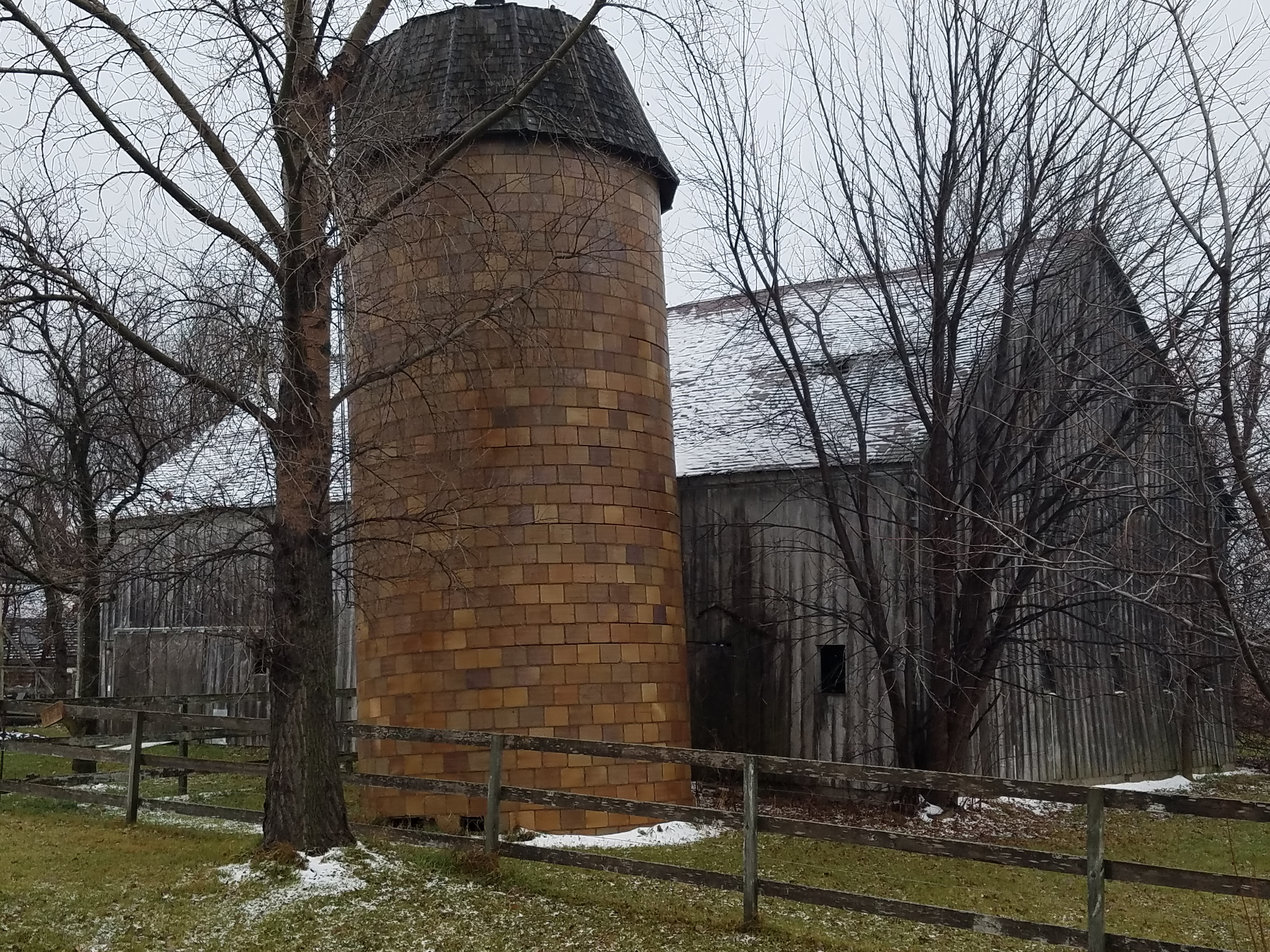 barn-with-a-dusting-of-snow-339.jpg